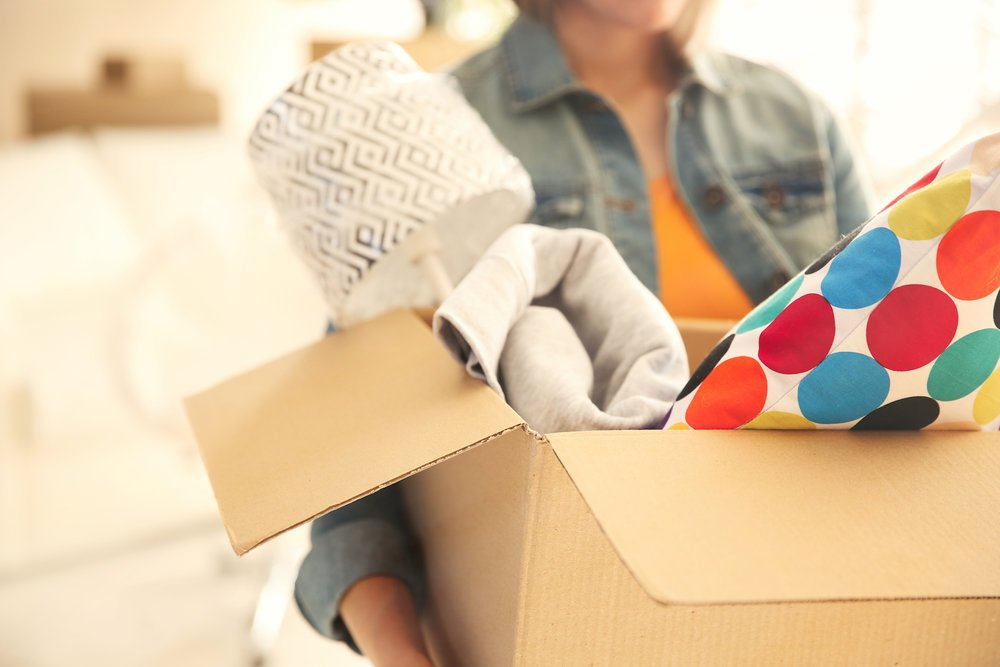 Woman-holding-packed-box_epic-moving-checlist